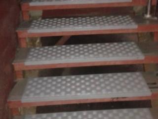 Противоскользящие резиновые накладки на ступени (резиновые проступи)