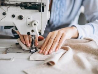 В цех по перетяжке и изготовлению мягкой мебели требуется швея.
