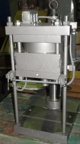 press-pnevmaticeskii-nastolnyi-model-ppn-2-ppn-5-5-ppn-10-big-2