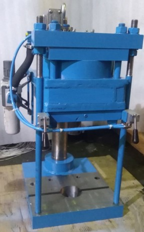 press-pnevmaticeskii-nastolnyi-model-ppn-2-ppn-5-5-ppn-10-big-1
